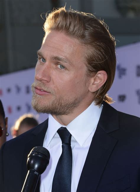Charlie Hunnam looks so good at the Sons Of Anarchy final